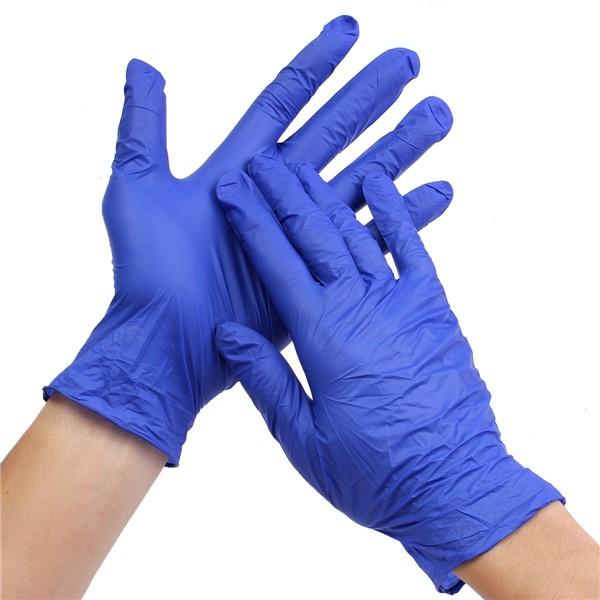 Manos utilizando guantes de latex